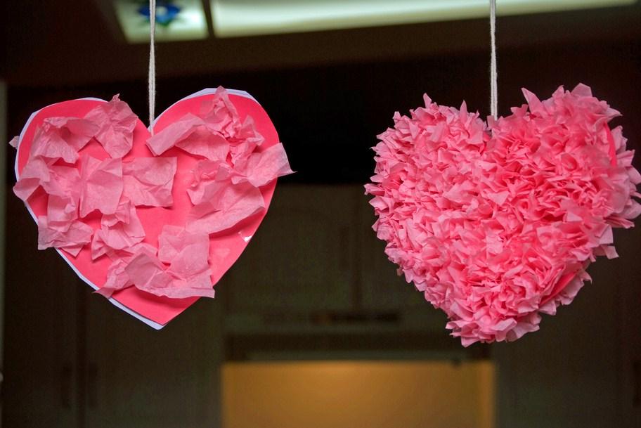 coração com colagem de papel de seda